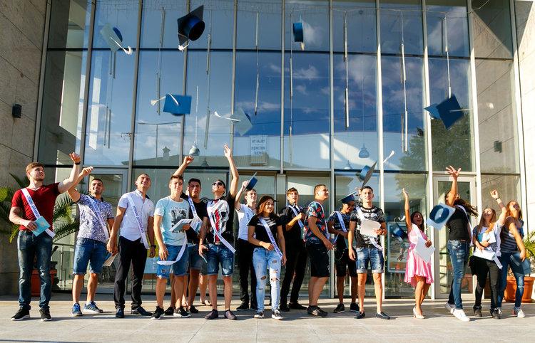 """25 ученици от ПГЕТ """"Захари Стоянов"""" Харманли с отлична оценка за работата си по """"Ученически практики"""""""