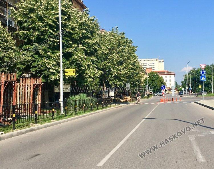 """Затварят двете ленти на бул. """"Димитър Благоев"""" за 5 часа"""