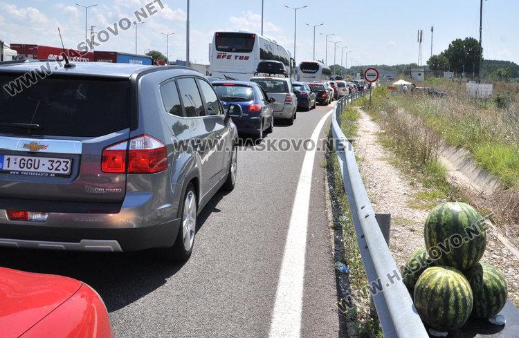Пак блокада на Капитан Андреево, полицаите пишат акт след акт