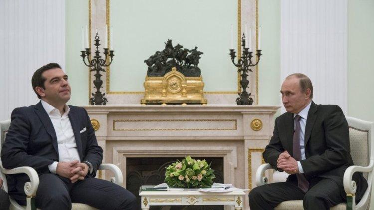 Гърция гони двама дипломати на Русия