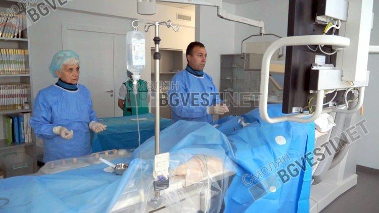 Д-р Илиев и асистентът му с 40 години опит на висококвалифицирана медицинска сестра