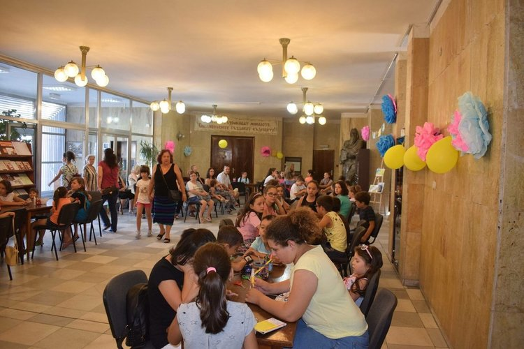"""""""Ваканция в библиотеката"""" тече с пълна сила и много настроение в Асеновград"""
