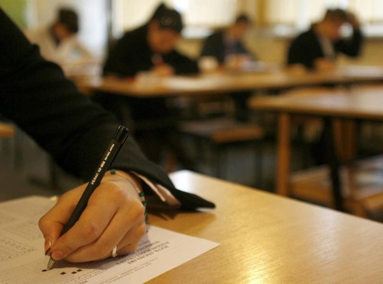 Министър Вълчев: Човешка грешка е причина за грешните резултати в класирането след VII клас в София