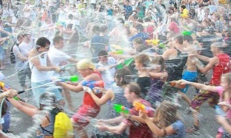 Водна битка организират тийнейджъри в Димитровград