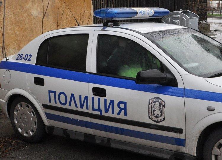 Задигнаха пари от аптека и магазин в Хасково