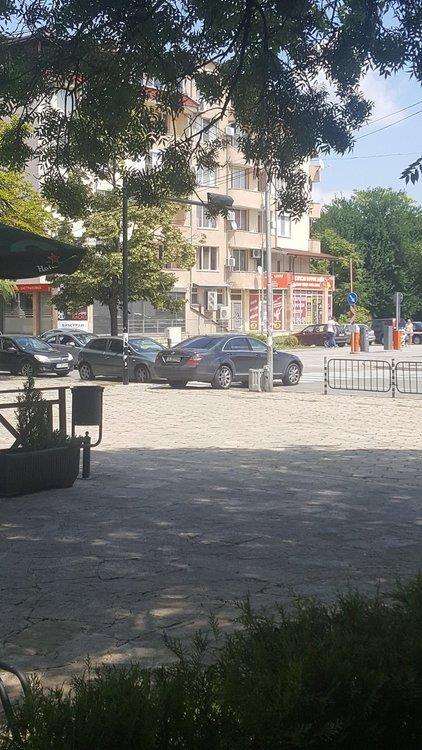 Читател: нов правилник за движение на Мерцедес в Хасково