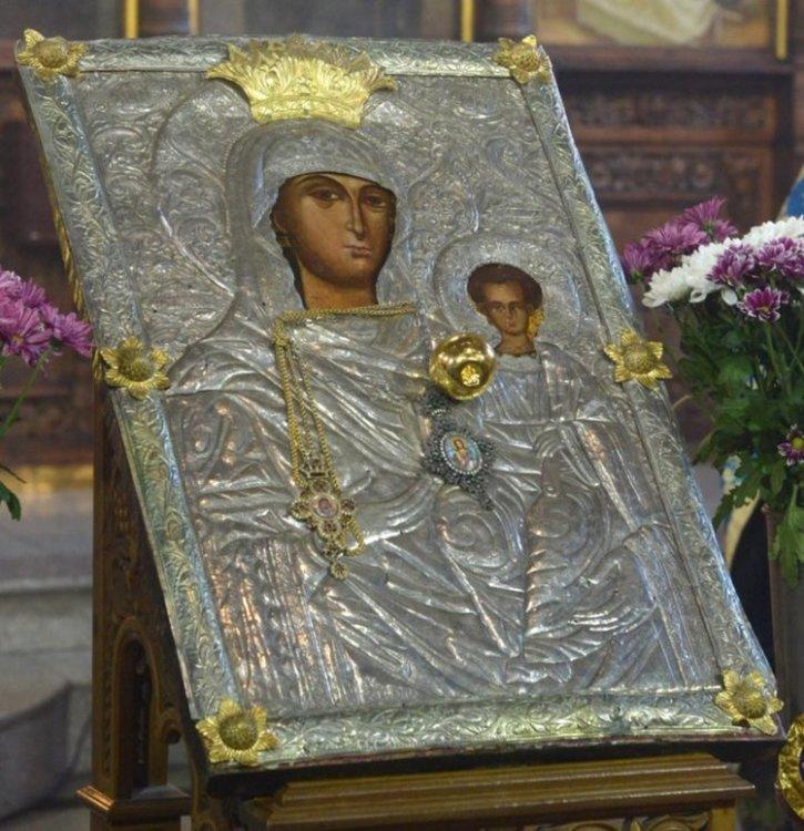 """Чудотворната икона на Богородица """"Златна ябълка"""" пристига в Смолян, Момчиловци и Девин"""