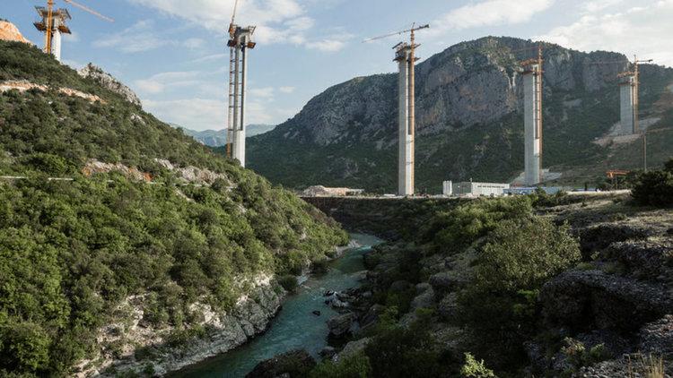 """Как китайците построиха на Черна гора """"магистрала към нищото"""""""