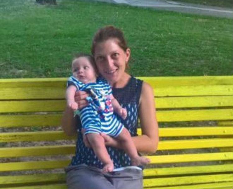 Пловдивски сайт разказа за млада майка от Първомай, изработваща бебешки бижута