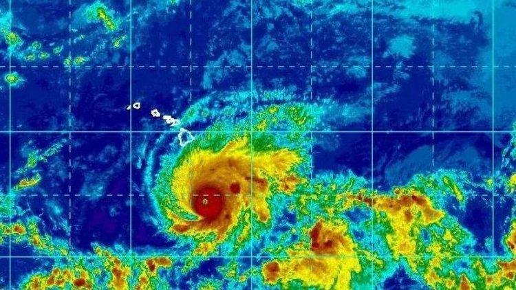 """Ураганът """"Лейн"""" вртъхлита Хаваите"""