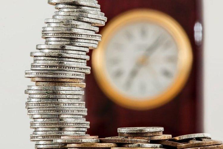Българинът живял със заеми 15 години, 2016-а е първата със спестявания