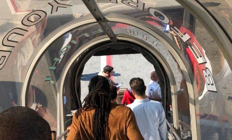 Самолет под карантина в Ню Йорк, най-малко 19 души на борда са болни