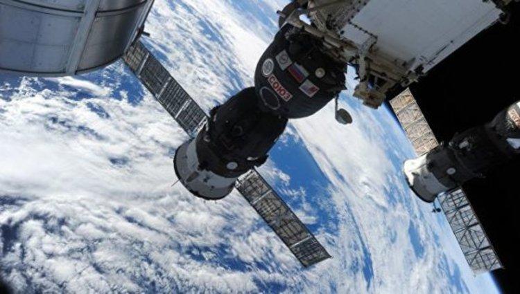 Дупката в МКС е пробита умишлено, показва руското разследване