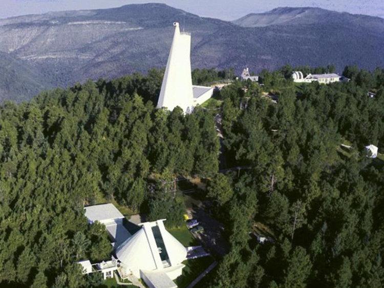 ФБР евакуира обсерватория след спекулации за извънземен живот