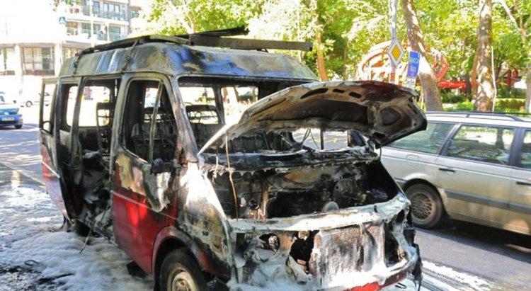 Лекотоварният автомобил,който горя в Кърджали е бил умишлено подпален