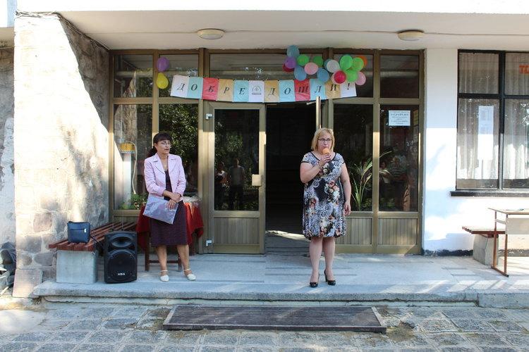 С обновена база на ученическото общежитие откриха новата учебна година