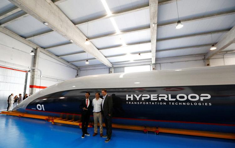 Hyperloop е тук: Представиха първата пътническа капсула за свръхзвуковия транспорт (видео)