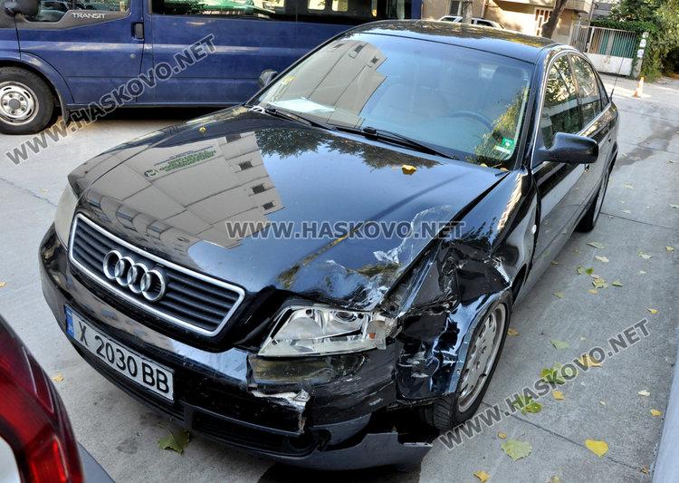 Млада жена с Пунто удари колата на шефа на НОИ в Хасково