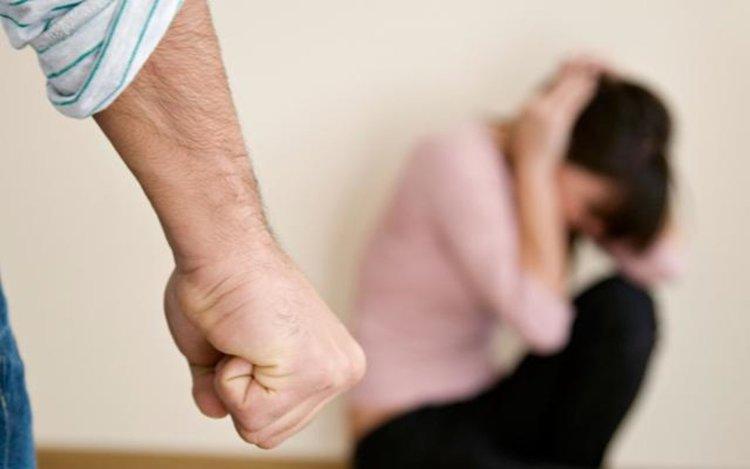 Мъж преби млада жена  и брат й в Момчилград