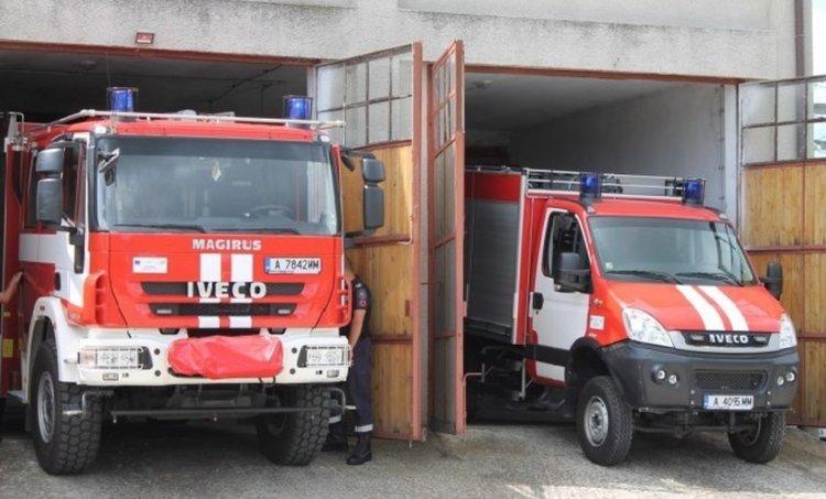 Пожарна и доброволци гасиха пожар в Барутин от небрежност