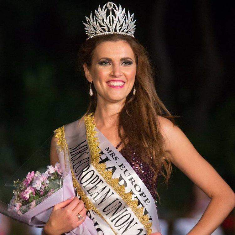 """Българката Юлия Бакалова стана """"Мисис Европейски съюз""""."""