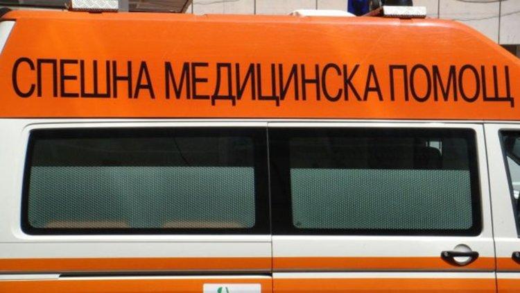 Моторист в болница след сблъсък на пътя Асеновград - Бачково