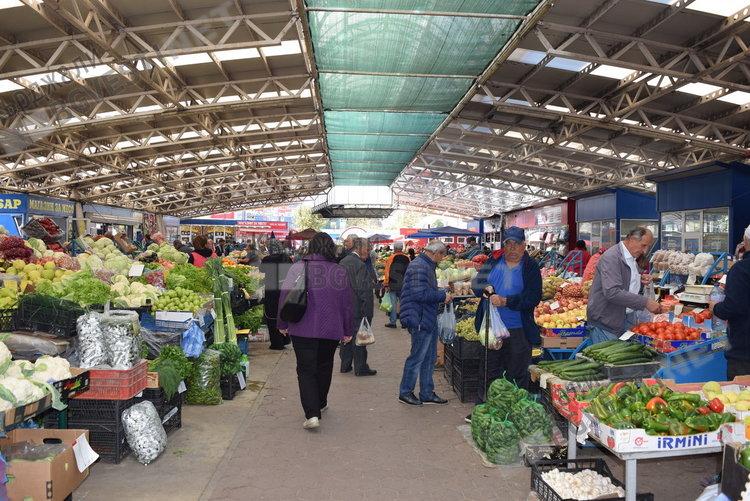 Червената капия на пазара в Кърджали удари 2.50 лева