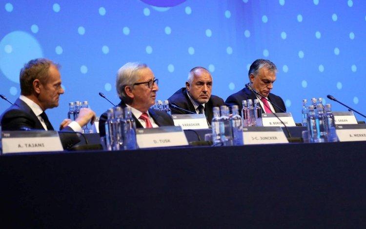 Борисов седна редом с Доналд Туск, Юнкер и Орбан. Сн.: Министерски съвет