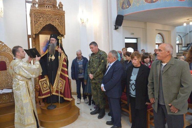 Архиерейска света литургия в Асеновград за Архангеловден (Снимки)