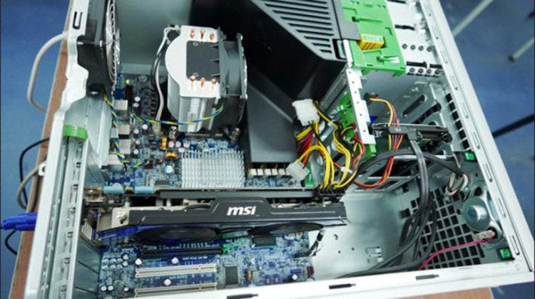 """ПГЕЕ """"Капитан Петко войвода"""" представи 12-ядрен компютър за игри, сглобен и тестван от учениците си в часовете по практика"""