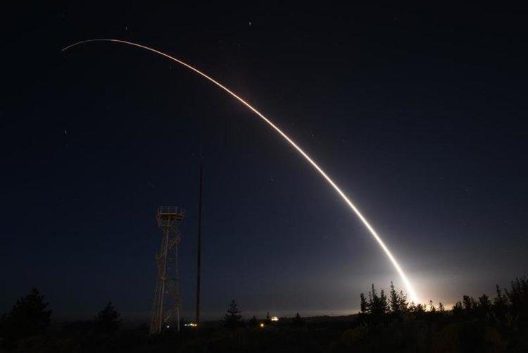 САЩ изстреляха на междуконтинентална балистична ракета пробно