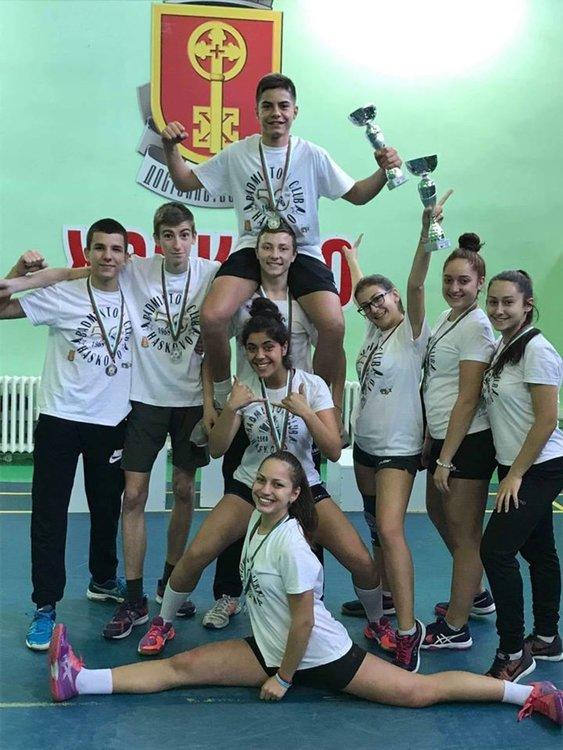 Юношите и девойките от Хасково са вицешампиони от Държавното по бадминтон