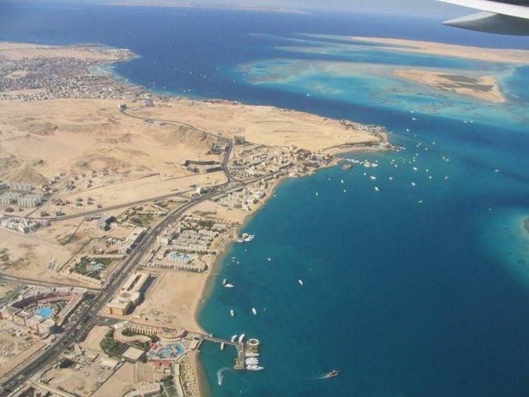 Българин издъхна в самолет на връщане от екскурзия в Египет, започна проверка