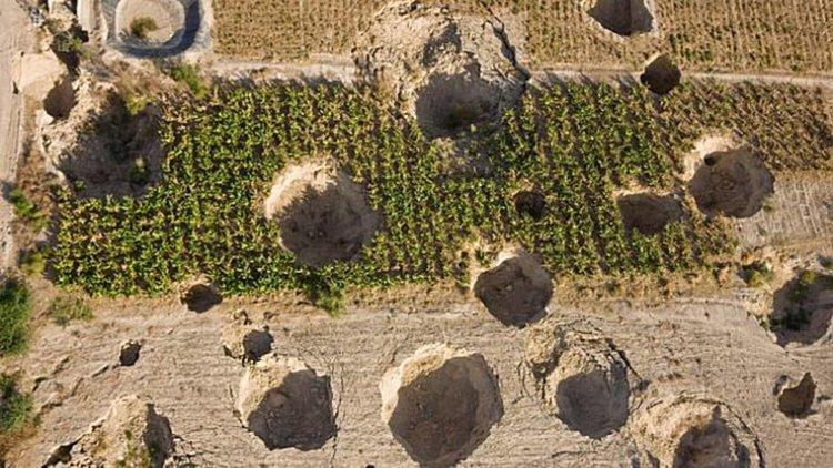 Огромни дупки в земята зейват край Мъртво море (видео)