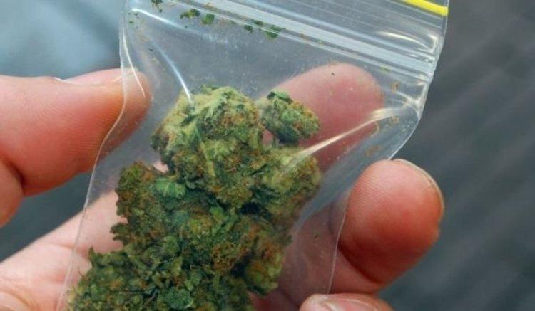 Откриха оръжеен арсенал при наркоман в Жълтуша