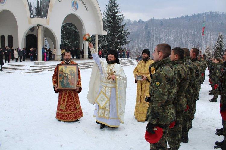 """Освещаване на бойните знамена на 6 януари 2019 пред храма """"Св.Висарион Смоленски"""""""