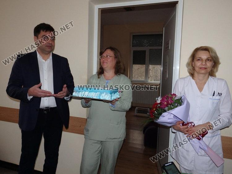 Кметът Иво Димов ориса първото бебе за годината в Димитровград