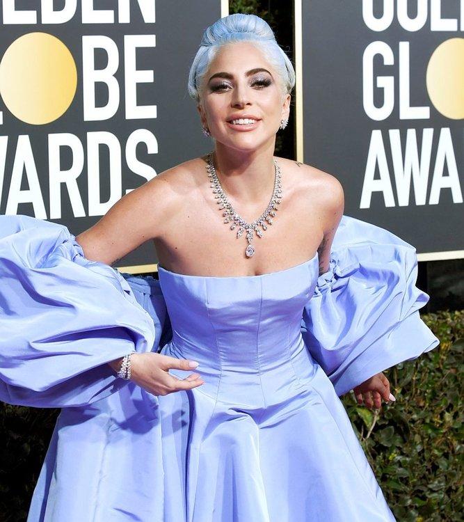 Рокля на Valentino и диаманти за 5 млн. долара: Лейди Гага на наградите Златен глобус
