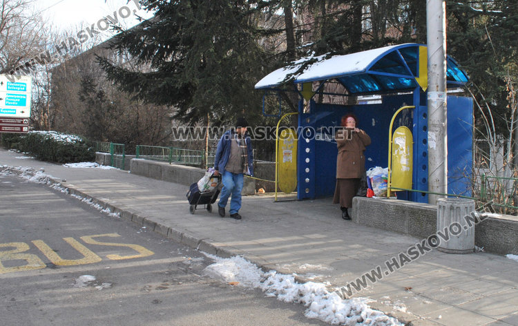 Баба Танка оставила парите вчера на спирка до болницата в Хасково
