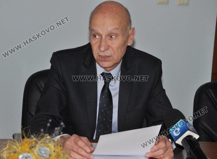 Беливанов съгласен за 560 лв. помощ за новородено, против пари за охрана на училищата