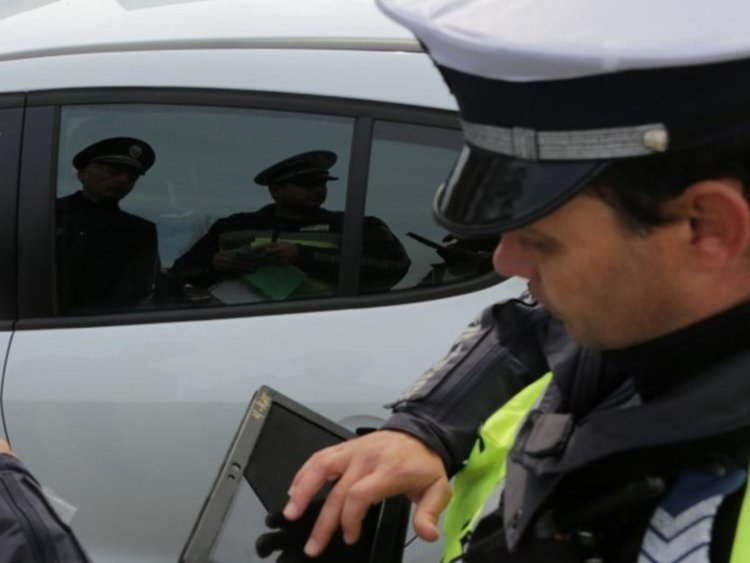 Хванаха водач без книжка да шофира камион без регистрационна табела