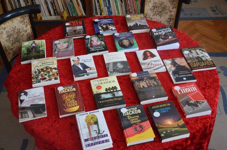 С нови заглавия ни посрещат в библиотеката