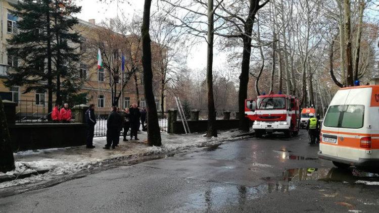 Две учителки, ученик и огнеборец пострадаха при гасене на пожар в Механотехникума