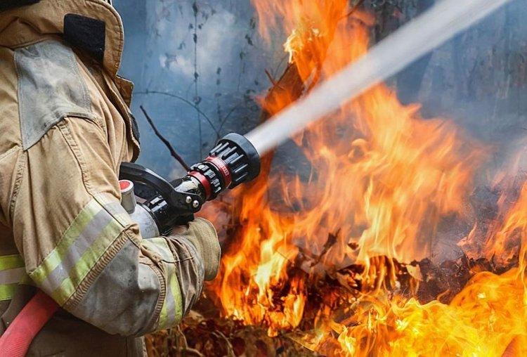 Пожарникари позираха голи за календар, събират пари за оборудване