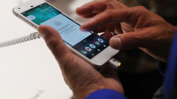 Близо половината от българите не пазят личните си данни на смартфоните си