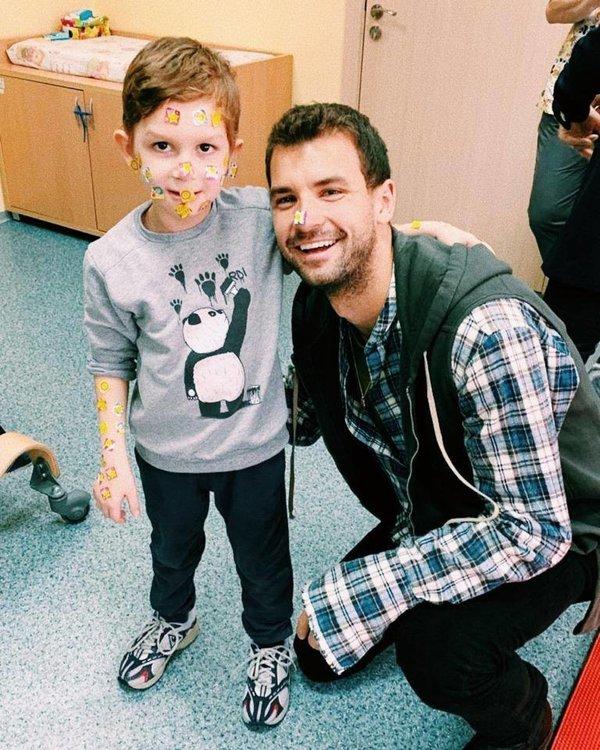 Мил жест: Григор Димитров посети деца в Перник