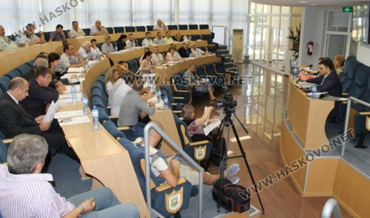"""Приеха бюджета на Димитровград с 21 гласа """"за"""", 5 """"против"""", 4-ма се въздържаха"""