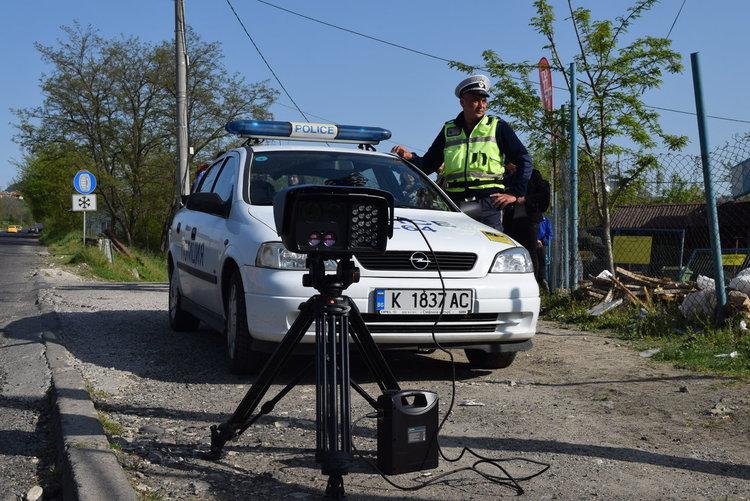 Полицията продължава блокадата в региона, стотици проверени