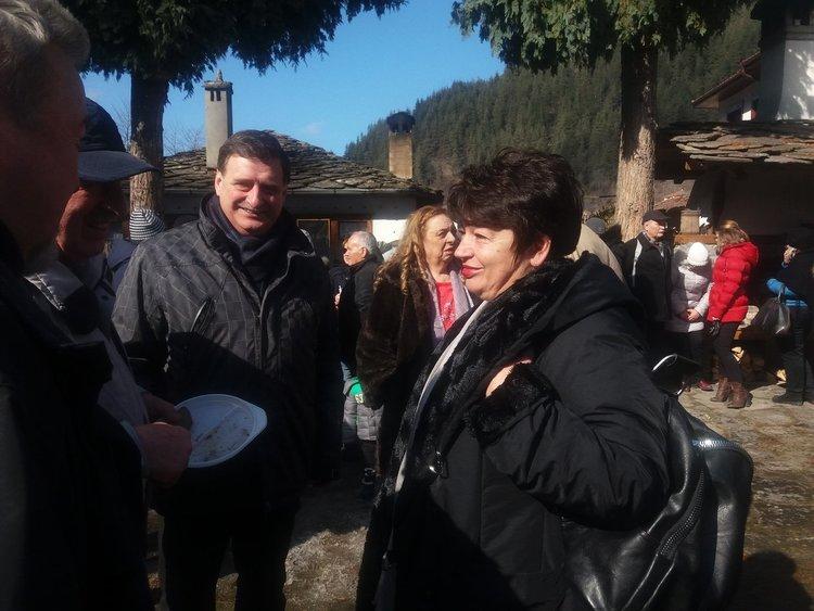 70 кг суджук, 40 кг сланина и 120 литра вино похапнаха гостите на празника на мезето в Широка лъка