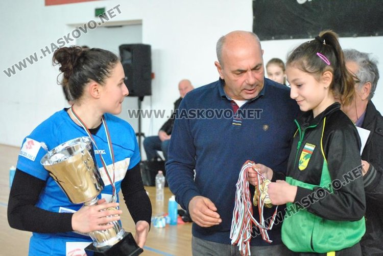 """Бъки"" вдигна хандбалната Купа България след победа над Свиленград"